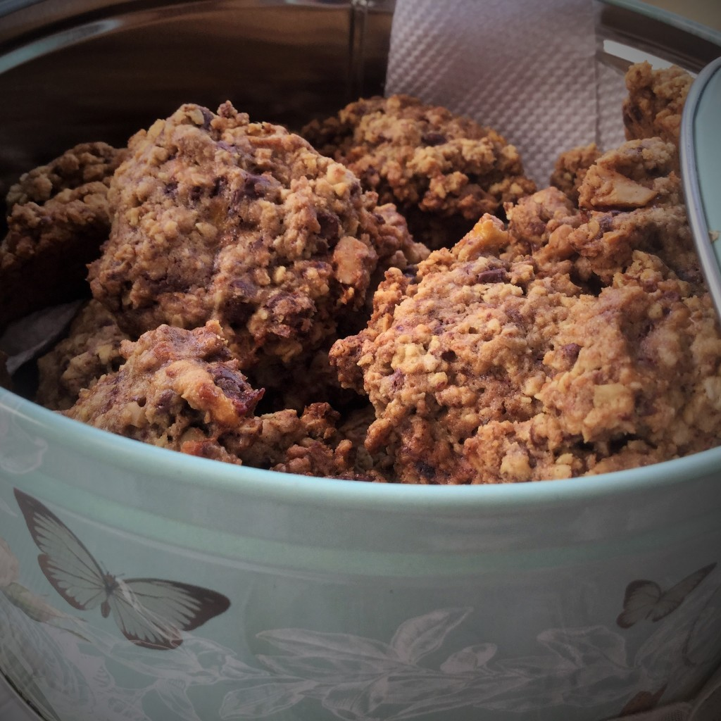 Oat and millet flour cookies in tin 2