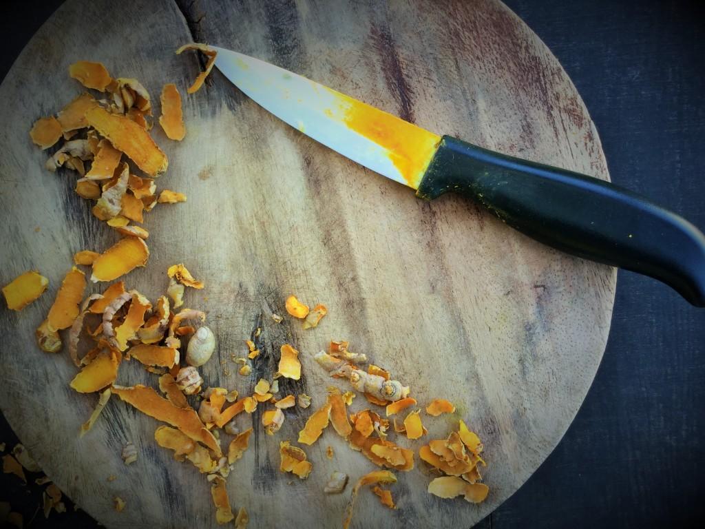 Turmeric and mango ginger cut knife