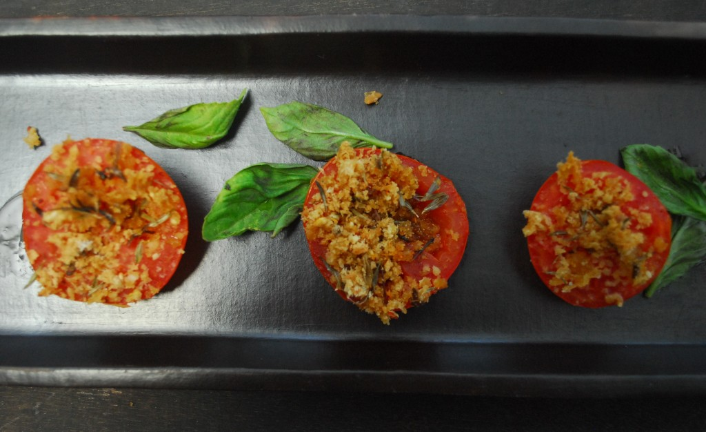 Grilled tomatoes with pangritata topping close up(2)