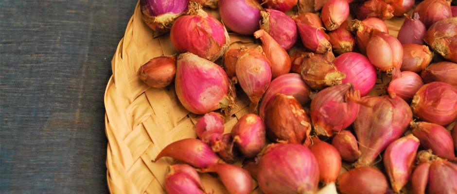 Pearl onions ( chinna vengayam)
